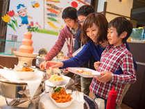 【コスモス(夕食)】夕食バイキングにはお子様に嬉しいキッズコーナーも!