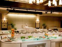 【コスモス】種類豊富な和洋中のバイキングレストラン「コスモス」