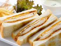【アイリス(ランチ)】越の鶏のカツサンドウィッチ 1,274円