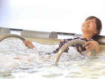 【プール&スパ】ジャグジー、打たせ湯、寝湯、ミストサウナなどのリラクゼーションスパも完備。