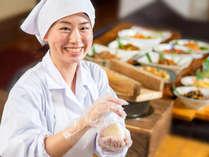 【コスモス(朝食)】コシヒカリと佐渡産の深海塩でつくる「塩むすび」
