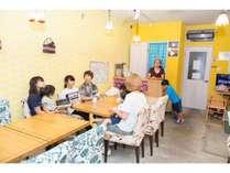 ご宿泊のお客様はカフェラウンジを19時~24時まで使用可能です。貸し切りで時間気にせず宴会も可能です♪