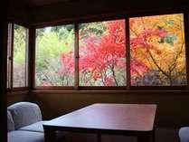 ■客室■秋~紅葉~ 2階客室 広縁