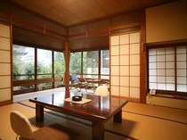客室8畳間一例(公楽の間2面窓の明るいお部屋です)