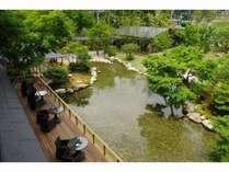 2階客室からは、玉峰館の庭園と河津の自然がご覧いただけます。
