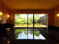 大露天風呂は2つ、貸切風呂は3つあり、それぞれのお湯と景観をお愉しみください。