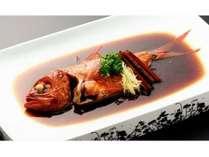 伊豆稲取産の生金目鯛を使用した料理長自慢の一品