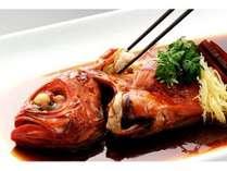 伊豆稲取産のブランド生金目鯛を贅沢に使用した料理長自慢の一品