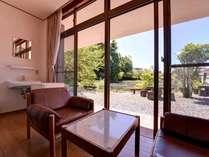 *和室105号室/中庭を眺めながらのんびり過ごすのもおすすめ!