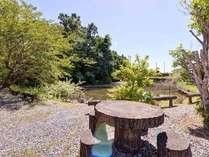 *中庭/晴れた日にはゆったりお散歩もおすすめ。日頃の喧騒を忘れ美味しい空気を体に取り入れリフレッシュ!