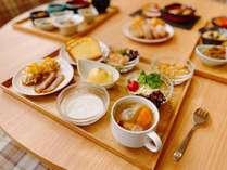【朝食】自家製の海外料理も。