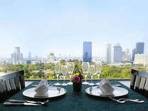 晴れた日の大阪城を愛でつつ、最高のひとときを・・