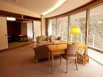 【特別室◇蘭亭・渓谷美を楽しめる】居間付和室10畳。