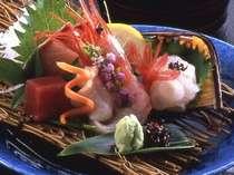 """【富山の幸】""""天然の生け簀""""と呼ばれる富山湾へは当館から車で30分ほど。新鮮な魚介が自慢です。"""