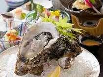 夏の王者「岩牡蠣」のクリーミーな味をご堪能ください。初夏から登場。