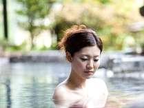 無色透明の単純泉。源泉100%の美肌の湯。