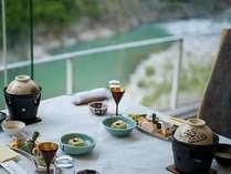 ●レストランでは渓谷美に包まれてお食事を♪
