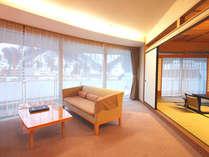 【特別室◇蘭亭】ゆとりひろびろ居間付和室10畳+6畳。リビング・和室から自然を望めます。