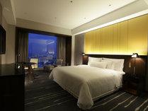 【スーペリア】キングベッド1台のお部屋とダブルベッド2台のお部屋がございます。