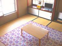 全てのお部屋は窓付きで、基本的には和室でございます。