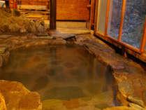 【山里温泉】鉱泉ではございますが泉質が良く、源泉かけ流しをお楽しみ頂けます。ごゆっくりどうぞ♪