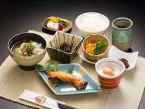 【朝食】ハーフバイキング式に。健康志向の大人気朝食!