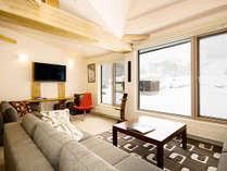 *客室一例/窓の外に広がる銀世界を見ながら、室内では暖かくお過ごしください。