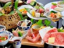 旬の食材を厳選した目でも舌でもお楽しみいただける料理の数々。四季折々素材の旨みをご堪能下さい。