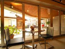 賑やかな草津の温泉街の中心に位置するので、観光に便利!また、カフェを併設しています♪