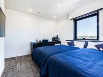 【ツインルーム】シモンズ製ベッドを導入しております。3名様以上の場合は添い寝となります。