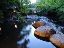 ■男性露天■【幽谷の湯】田の原川の渓流と木立の森を望む露天風呂