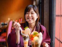 葉渡莉直営のカフェ「べんがらや」一番人気の加賀パフェを味わおう。