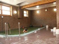 *大浴場/とろみのある天然温泉を夜24時までお楽しみ頂けます。