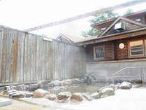 *露天風呂/昼は小鳥の声を聞きながら、夜は星を見ながらお入り下さい。地元でも人気の天然温泉です。