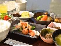≪朝ごはん≫体に優しい島風の朝食(大根野菜の煮物や海藻入り卵焼き など)をどうぞ♪(写真はイメージ)