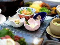 *【ご夕食例】新鮮なお刺身や前菜でも奄美らしさを感じていただけます。