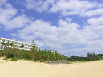 ホテルから続くビーチ/ホテル敷地内から直接行くことができるビーチ。プライベート感たっぷりのひとときを