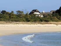 壱岐牧場(本館)と目前の壱岐随一のビーチ筒城浜