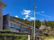 山間の小学校を改修した宿泊施設