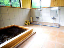 *【檜風呂(一例)】窓から自然を感じる気持ちの良いお風呂です。