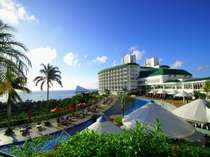 大自然に囲まれた南国リゾートホテルです。