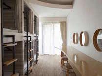 【6人部屋 2段ベッド6 Person Room Bunk Bed】ポッドベッドx 6が入っているプライベート部屋です。