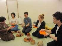 【イベント】WeBase鎌倉では、様々な体験イベントを企画しています。(写真はお茶の体験)