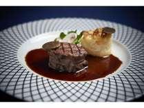 牛フィレ肉のグリル トリフ風味のソース