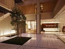 ■フロントとパティオ■中央のパティオは、各階に開放感をもたらしてくれます。