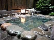 別館客室露天風呂1例 天然温泉100%露天付き客室は4部屋ございますが客室により浴槽も違います