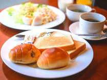 【食事】軽朝食は無料でお召し上がりいただけます。