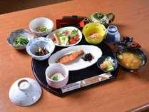 *ご朝食一例/旬を大切にした、からだにやさしい朝ごはん。