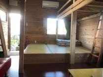 5号室のロフトベッドと畳座