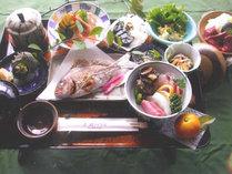 <夕食一例>地元で獲れた新鮮な海の幸や心のこもった手作り料理でおもてなしいたしますc